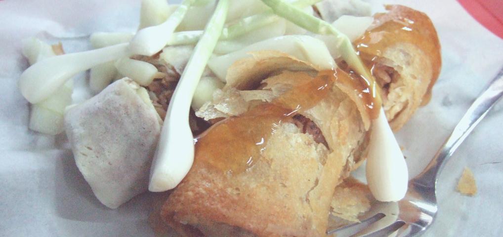 Makanan perpaduan antara cita rasa Tionghoa dan Indonesia