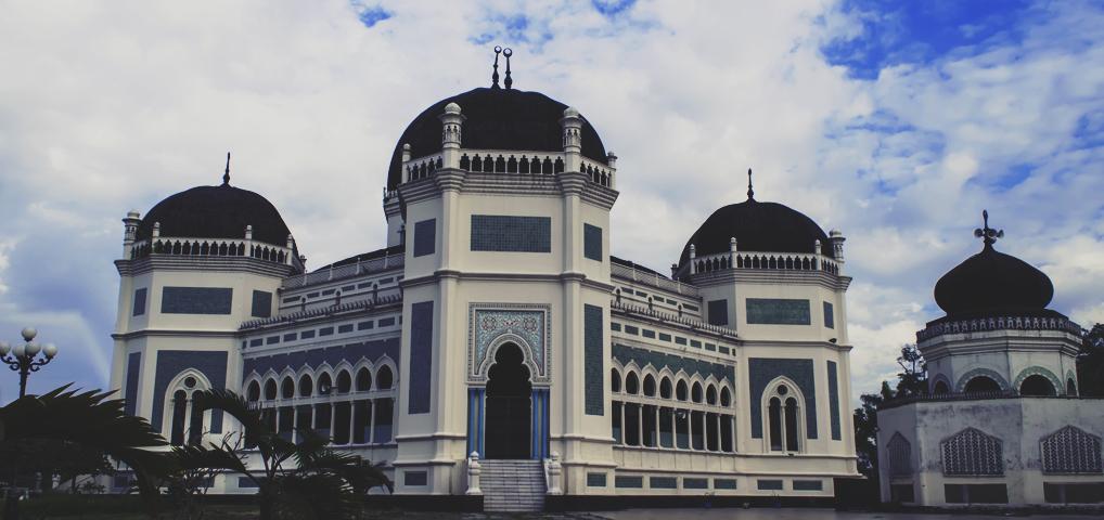 Masjid Raya Medan atau lebih dikenal Masjid raya Al Mashun