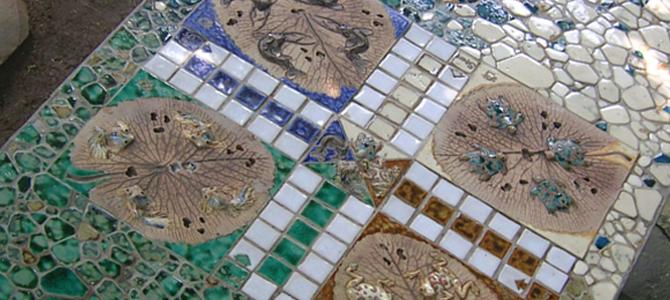 Aplikasi seni keramik di lantai