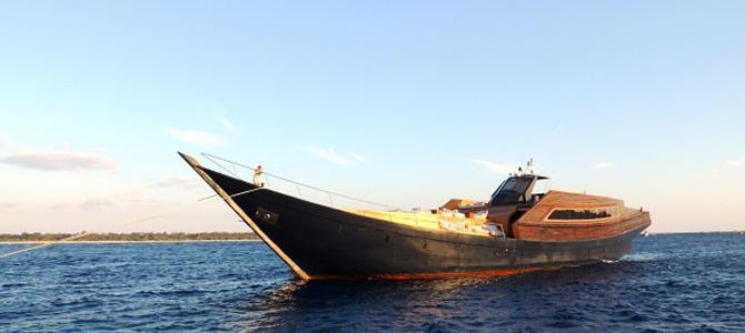 Luxury superyacht DRAGOON 130 lombok gili trawangan paket