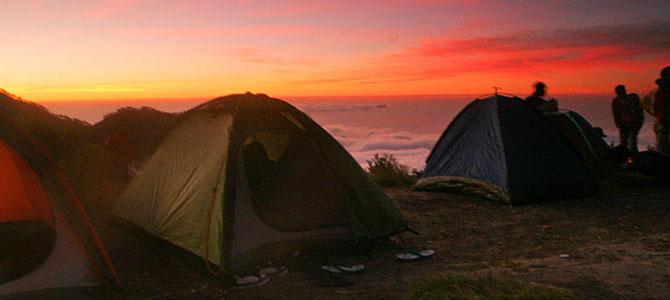 Sunrise (foto oleh Wira Nurmansyah)