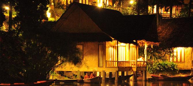 Bungalow Kampung Sampireun waktu malam