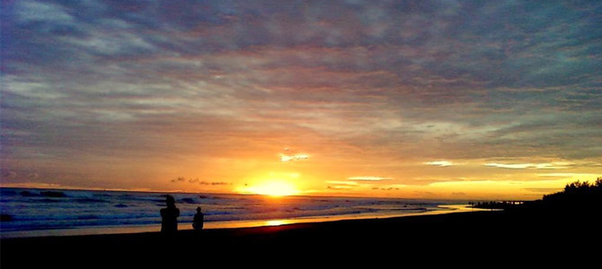 Pantai Tapak Paderi kala senja