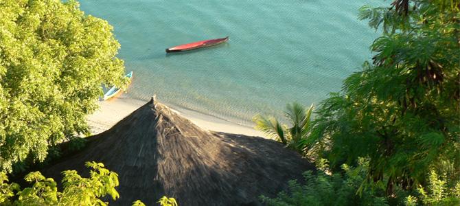 Resto Waecicu Eden Beach di tepi pantai