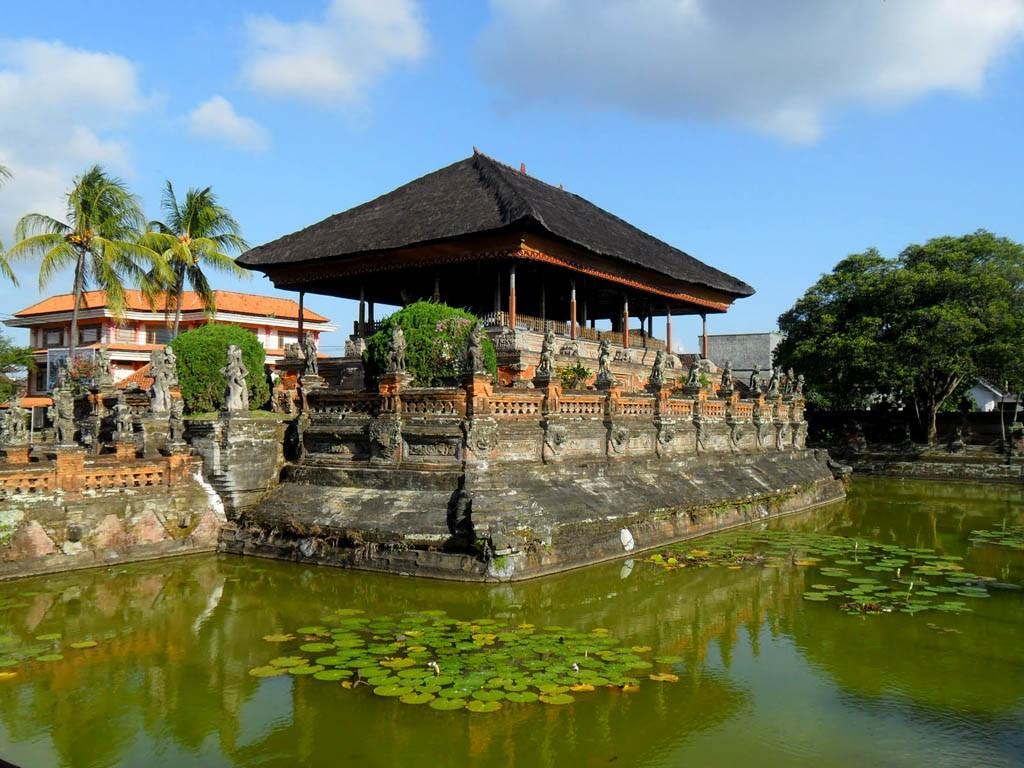 Taman Gili Kerta Gosa Klungkung Bali - img from calyawisata.com