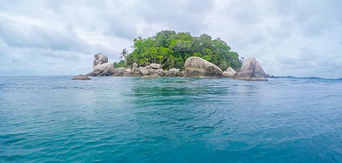 Pulau tetangga (IMG: Pangkil.com)