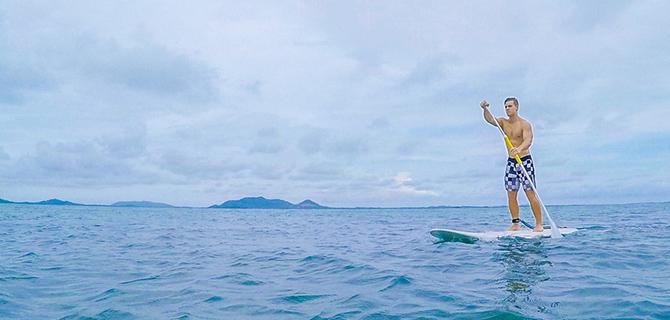 Stand-up paddling (IMG: Pangkil.com)