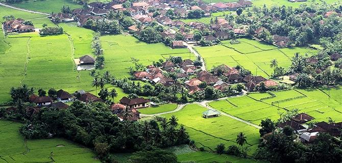 Pemandangan dari Paninjauan (IMG: Jelajahsukabumi.wordpress.com)