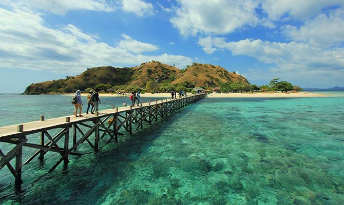 Pulau Kanawa (IMG: jelajahnusantara)