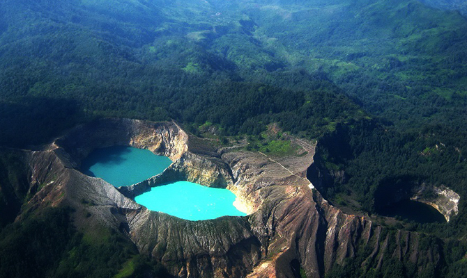 Kelimutu (IMG: feel-planet)