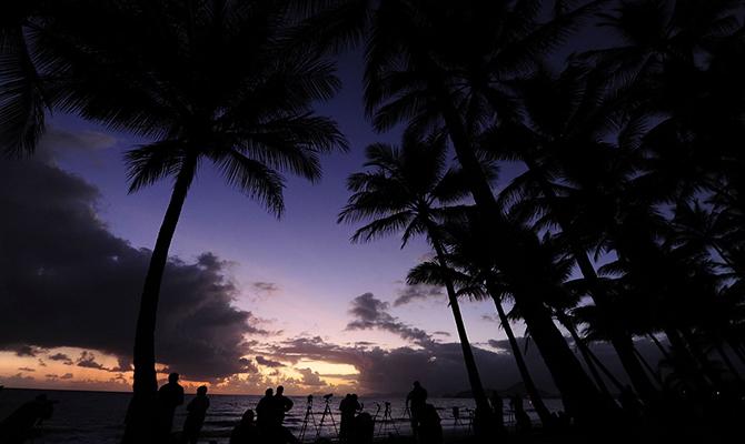 Menunggu gerhana (IMG: AFP Getty)