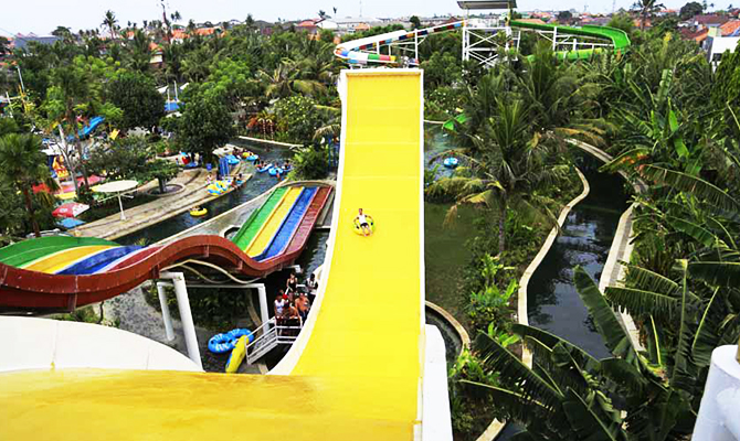 Wave Slider (IMG: circuswaterpark)
