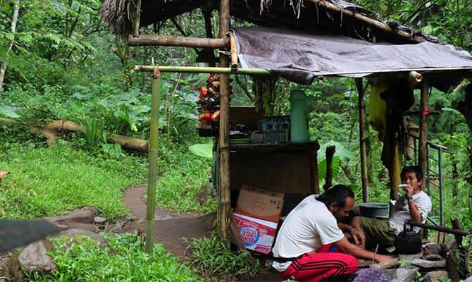 Warung Pak Jero, tempat istirahat (IMG: © 2016 ratuvictoria/ratuvictoria from Brilio)