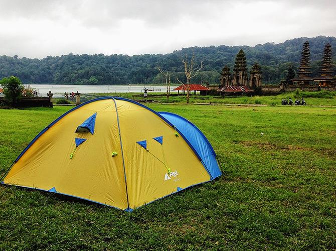 Banyak juga yang camping di sini via cathadita