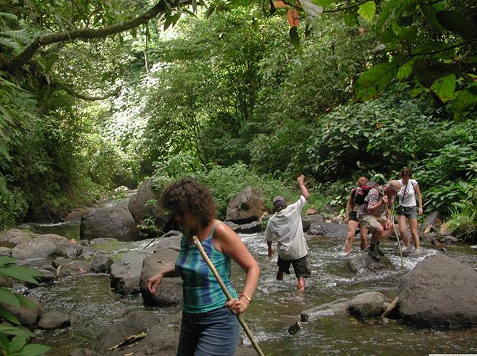 Hati-hati menyeberang sungai via hartvanbali