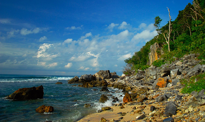 Pantai Momong by Arie Yamani xxxx